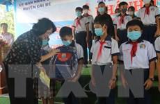 Phó Chủ tịch nước thăm, tặng quà gia đình chính sách tỉnh Tiền Giang