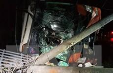 Bình Phước: Xe khách đâm vào trụ điện, nhiều hành khách bị thương