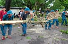 Thừa Thiên-Huế: Bộ đội giúp dân khắc phục hậu quả cơn bão số 5