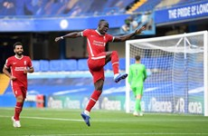 Premier League: Liverpool hạ Chelsea, Leicester chiếm ngôi đầu