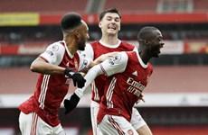 Premier League: Leicester City mất ngôi đầu, Arsenal thắng nhọc