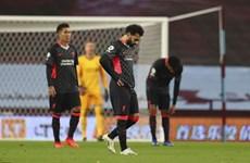 Toàn cảnh nhà vô địch Liverpool trải qua 'đêm kinh hoàng' ở Villa Park