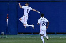 La Liga: Real Madrid lên ngôi đầu, Barcelona và Sevilla chia điểm