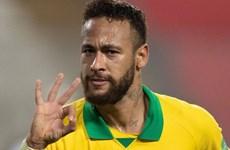 Lập hat-trick vào lưới Peru, Neymar vượt qua huyền thoại Ronaldo
