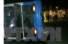 Ôtô chở công nhân va chạm với xe tải khiến 3 người thương vong