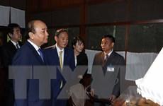 Hai Thủ tướng Việt-Nhật tham quan Khu Di tích Chủ tịch Hồ Chí Minh
