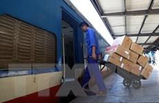 [Photo] Đường sắt Bắc-Nam thông tuyến, bắt đầu vận chuyển hàng cứu trợ