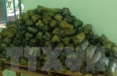 Những chiếc bánh nghĩa tình gửi tới người dân vùng lũ miền Trung