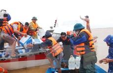 Trung ương Hội Chữ thập đổ Việt Nam tặng quà cứu trợ tại Quảng Bình