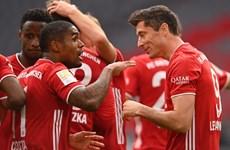 Bayern tiếp tục 'hủy diệt,' Dortmund thắng derby vùng Ruhr