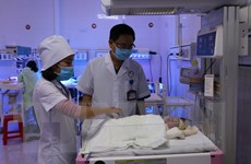 Yên Bái: Bé gái bị bỏ rơi ở bệnh viện đã được mẹ đón về nuôi dưỡng