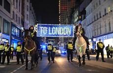 Cảnh sát Anh bắt giữ hơn 100 người vi phạm lệnh phong tỏa mới