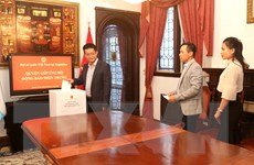Đại sứ quán Việt Nam ở Argentina quyên góp ủng hộ đồng bào miền Trung