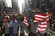 Hình ảnh người dân Mỹ đổ ra đường ăn mừng chiến thắng của ông Biden