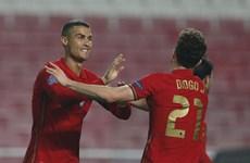 Italy và Bồ Đào Nha thắng hủy diệt, nhà vô địch thế giới thua sốc
