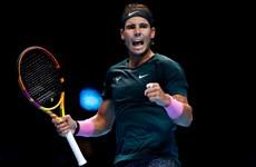 Hạ bệ Tsitsipas, Nadal đối đầu Medvedev ở bán kết ATP Finals