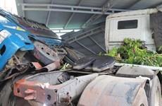 Lâm Đồng: Xe bồn chở gas gãy đôi sau khi tông vào nhiều nhà dân