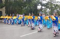 Hà Nội tôn vinh tà áo dài truyền thống trong 'Hương sắc Tràng An'