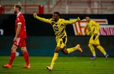 Youssoufa Moukoko ghi bàn thắng lịch sử trong ngày Dortmund bại trận