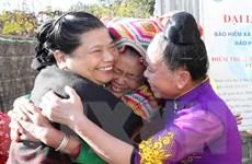 Phó Chủ tịch Quốc hội Tòng Thị Phóng thăm, tặng quà tại Sơn La