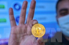 Đồng tiền điện tử Bitcoin lần đầu tiên vượt mốc 34.000 USD