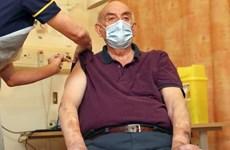 Anh trở thành nước đầu tiên tiêm vắcxin của AstraZeneca/Đại học Oxford