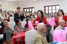Trưởng ban Dân vận Trung ương thăm và tặng quà Tết tại Lâm Đồng