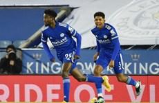Đánh bại Chelsea, Leicester chiếm ngôi đầu của Manchester United
