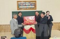 Phó Chủ tịch Thường trực Quốc hội tặng quà người dân Giáo xứ Đại Từ