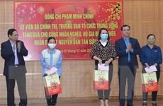 Trưởng Ban Tổ chức Trung ương thăm, tặng quà Tết tại tỉnh Hòa Bình
