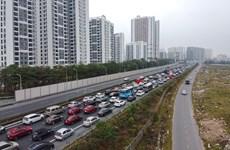 Chiều mùng 4 Tết, các tuyến đường cửa ngõ Thủ đô ùn tắc kéo dài