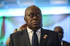 Tổng thống Ghana là người đầu tiên được tiêm liều vắcxin từ COVAX