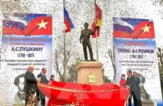[Photo] Khánh thành tượng đài đại thi hào Nga Alexander Pushkin