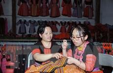 Bảo tồn và phát huy nghề thêu, may trang phục dân tộc Mông ở Vân Hồ