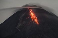 Núi lửa Merapi phun trào, gây ra luồng khí nóng bay xa 1.500m