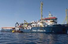 Lực lượng bảo vệ bờ biển của Italy tạm giữ tàu giải cứu của Đức