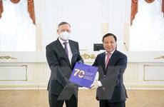 Giới thiệu Sách về 70 năm quan hệ Việt-Nga tại Saint Petersburg