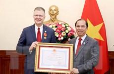 Trao Huân chương hữu nghị tặng Đại sứ Hoa Kỳ tại Việt Nam