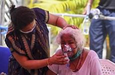Bệnh nhân COVID-19 giành giật từng bình oxy để chiến đấu với tử thần