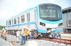 Lắp các đoàn tàu tuyến metro số 1 Bến Thành-Suối Tiên lên đường ray
