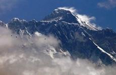[Video] Đỉnh núi Everest mở cửa sau 1 năm phải đóng vì dịch COVID-19