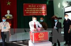 Cử tri Quảng Nam, Đà Nẵng tuân thủ nghiêm việc phòng dịch khi bầu cử