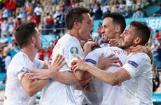 Tây Ban Nha giành quyền vào vòng 1/8 sau chiến thắng 'hủy diệt'