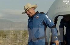 [Video] Cận cảnh tỷ phú Jeff Bezos bay vào vũ trụ thành công