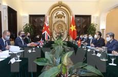 Việt Nam đề nghị Anh ưu tiên hỗ trợ tiếp cận nguồn cung vaccine