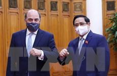 Thủ tướng tiếp Bộ trưởng BQP Liên hiệp Vương quốc Anh và Bắc Ireland