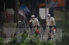 [Photo] Nhiều người dân Hà Nội ra đường tập thể dục lúc rạng sáng