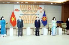 Long trọng Lễ chào cờ kỷ niệm 54 năm thành lập ASEAN tại Hà Nội