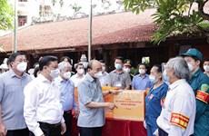 Chủ tịch nước thăm, động viên cán bộ, người dân Hà Nội chống COVID-19