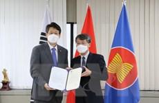 Thành phố Chuncheon trao tặng 5.000 bộ xét nghiệm nhanh cho Đà Lạt